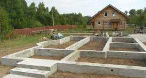 Строительство дома следует начинать с фундамента
