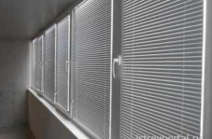 Как закрепляются жалюзи на пластиковые окна