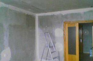 Подготавливаем стены и потолок к отделочным работам