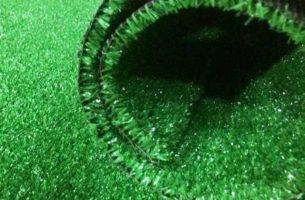 Виды, укладка и уход за искусственным газоном