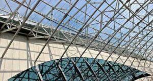 Стеклянная крыша: особенности и преимущества применения стекла в строительстве