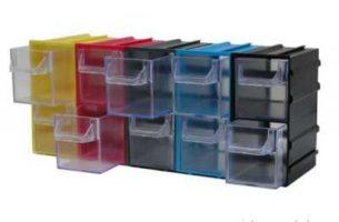 Большие жесткие контейнеры для хранения.