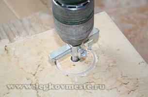 Как просверлить отверстия в плитке разных диаметров и чем