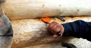 Конопатка деревянного дома, сруба: материалы и ход работы