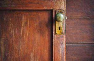 Как доработать деревянные двери