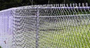 Как построить забор из рабицы своими руками