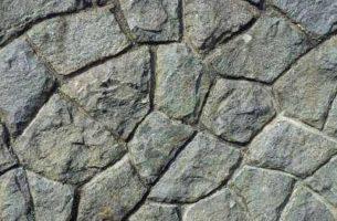 Натуральный камень в ландшафте