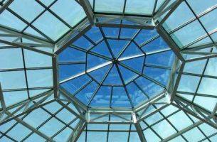 Преимущества стеклянных крыш и их недостатки