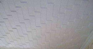 Как клеить потолочную плитку на потолок