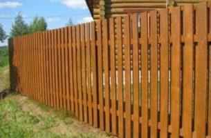 Как и каким сделать забор из дерева самостоятельно