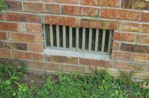 Продухи (отдушины) для вентиляции фундамента в подполье.