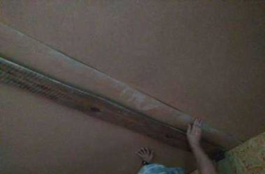 Отделка потолка ДВП в деревянном доме и на даче своими руками