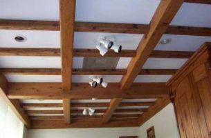 Монтаж, фото и стоимость декоративных потолочных фальш балок из дерева