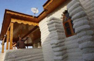 Доступные и экологичные самодельные дома из мешков с землей