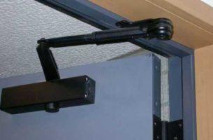 Как выбрать и самостоятельно установить доводчик для двери