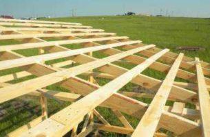 Монтаж каркасной односкатной крыши на сарай своими руками